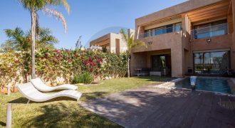 Prestigia Villa 360m² avec piscine à vendre meublée